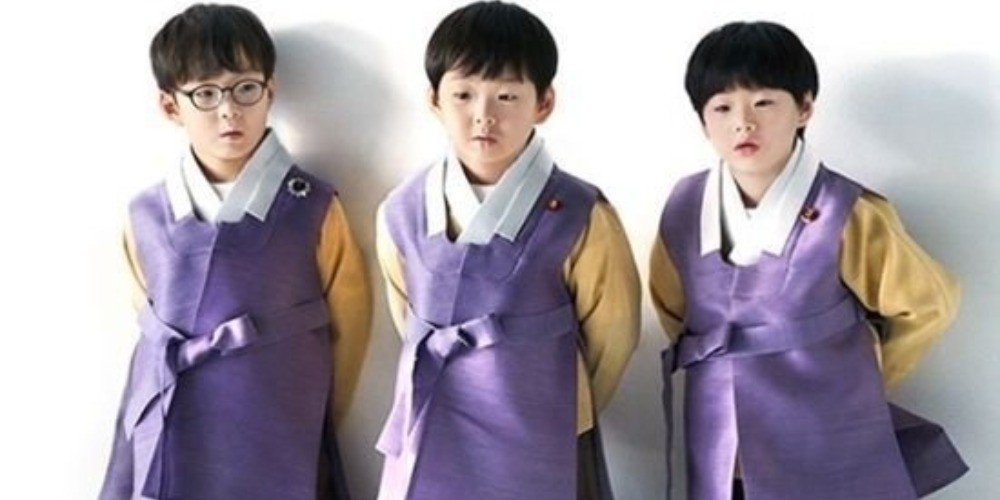 Daehan Minguk And Mansae Kisses In Adorable Lunar New Year Greetings Video Https