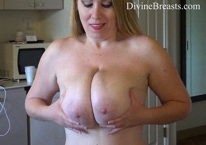Desiree De Luca Jiggle Boobs see more at https://t.co/khCCLuOIZ0 https://t.co/Sst4PCRYxc