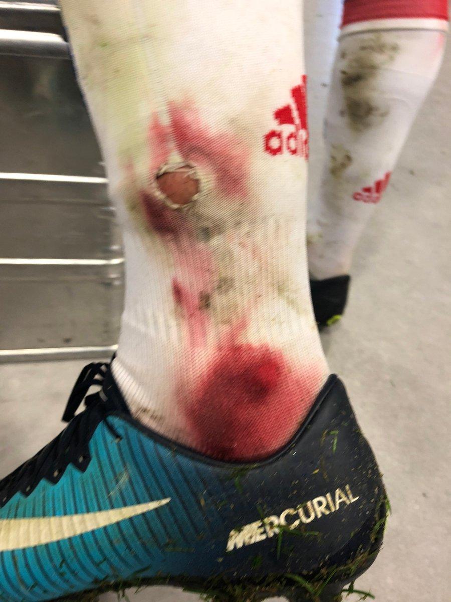 Фото душе парни после футбола ноги порно ролик