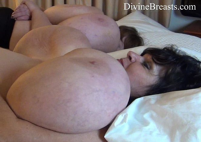 Lexxxi and Suzie Jiggling Tits see more at https://t.co/0cxVPzmU1v https://t.co/LiyrK5UtAE