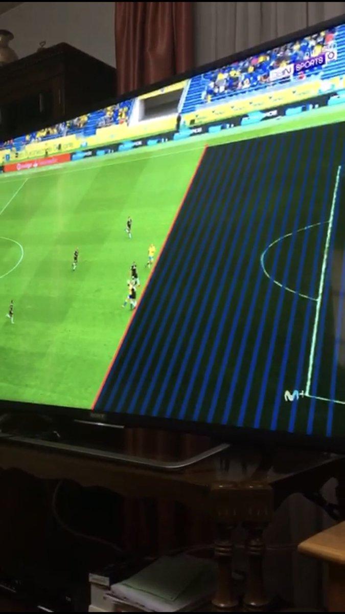 La UD Las Palmas se está jugando MUCHO.. MUCHO!!! palabras textuales del árbitro hacia mi persona : es falta previa de Calleri ... el línea pita fuera de juego ... nos estamos jugando mucho señores.. esto NO puede pasar.