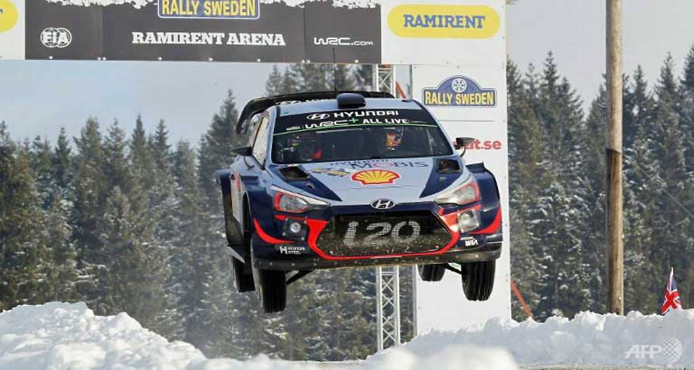 Motor Rally: Neuville holds lead in icy...