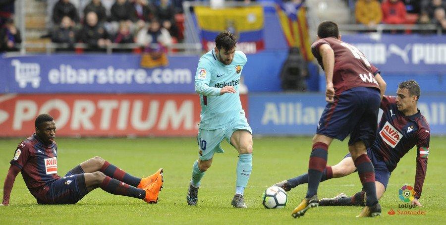 هدف مؤكد لبرشلونة عن طريق ميسي ولكن القائم يتدخل