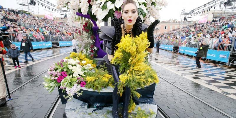 Ces 11 photos résument à merveille la première bataille de fleurs du Carnaval de Nice 2018 https://t.co/huQtets3JB
