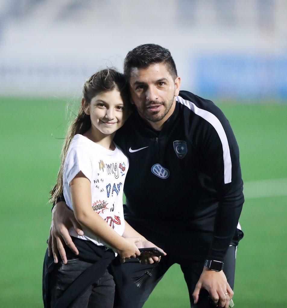 ايميلانو و ابنته 😍💙💙 https://t.co/Zhk7NR...