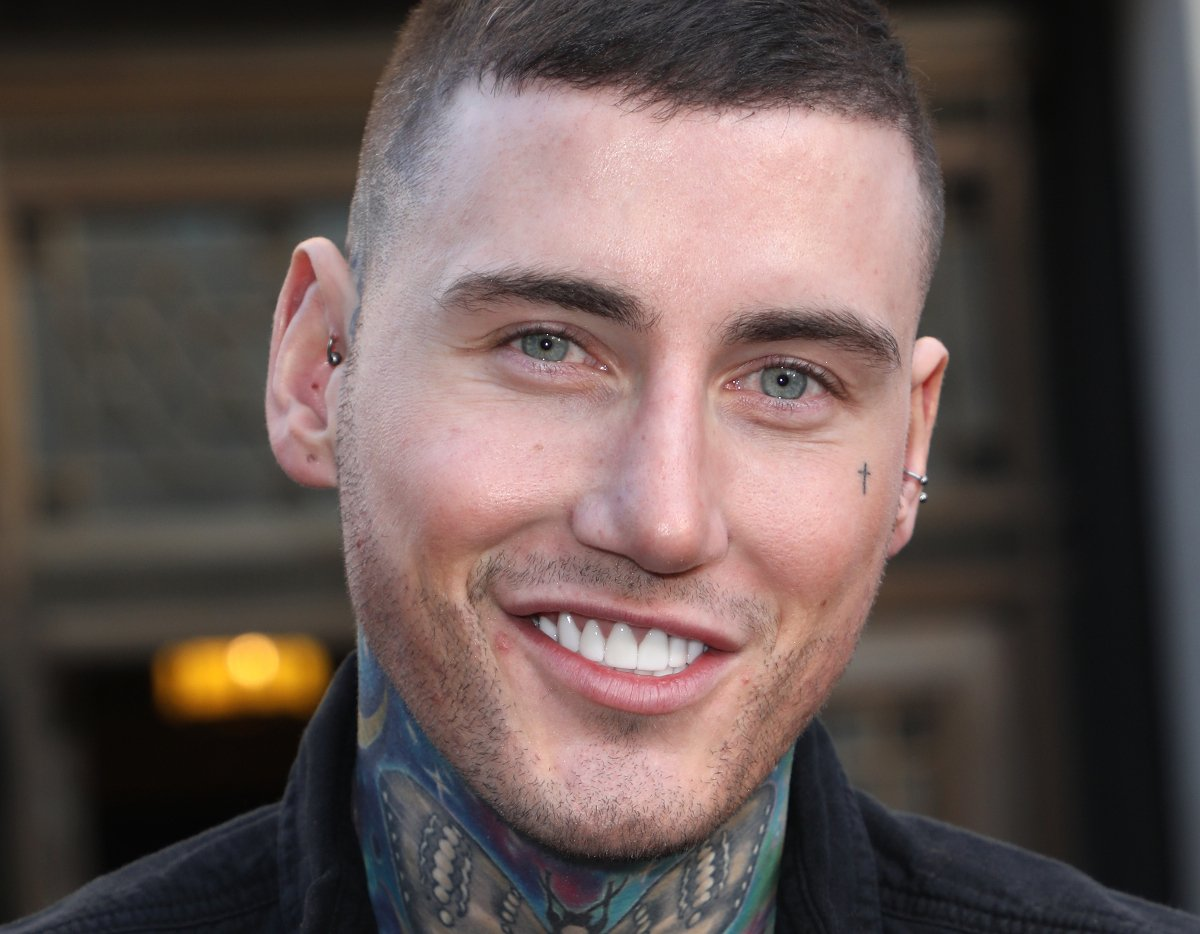 Jeremy McConnell shows off latest head t...