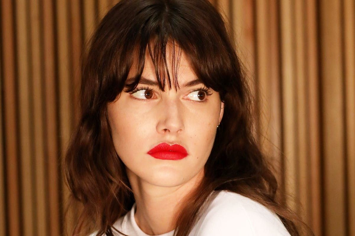 The classic red lip has just been given a glittery make-over at #NYFW https://t.co/i9fY6K9i0D #beauty #lipstick