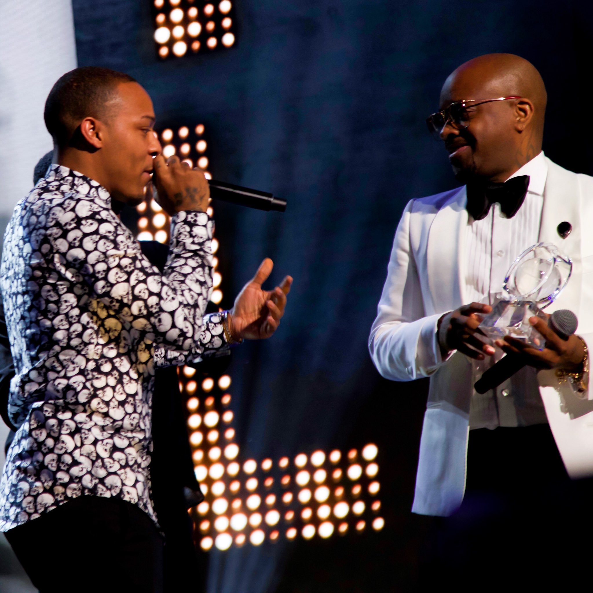"""Presented my pops @jermainedupri his """"Breaking Barriers Award"""" at the @GlobalSpinAward TUNE IN Feb 22 on @RevoltTV https://t.co/1KvuKPNjbG"""