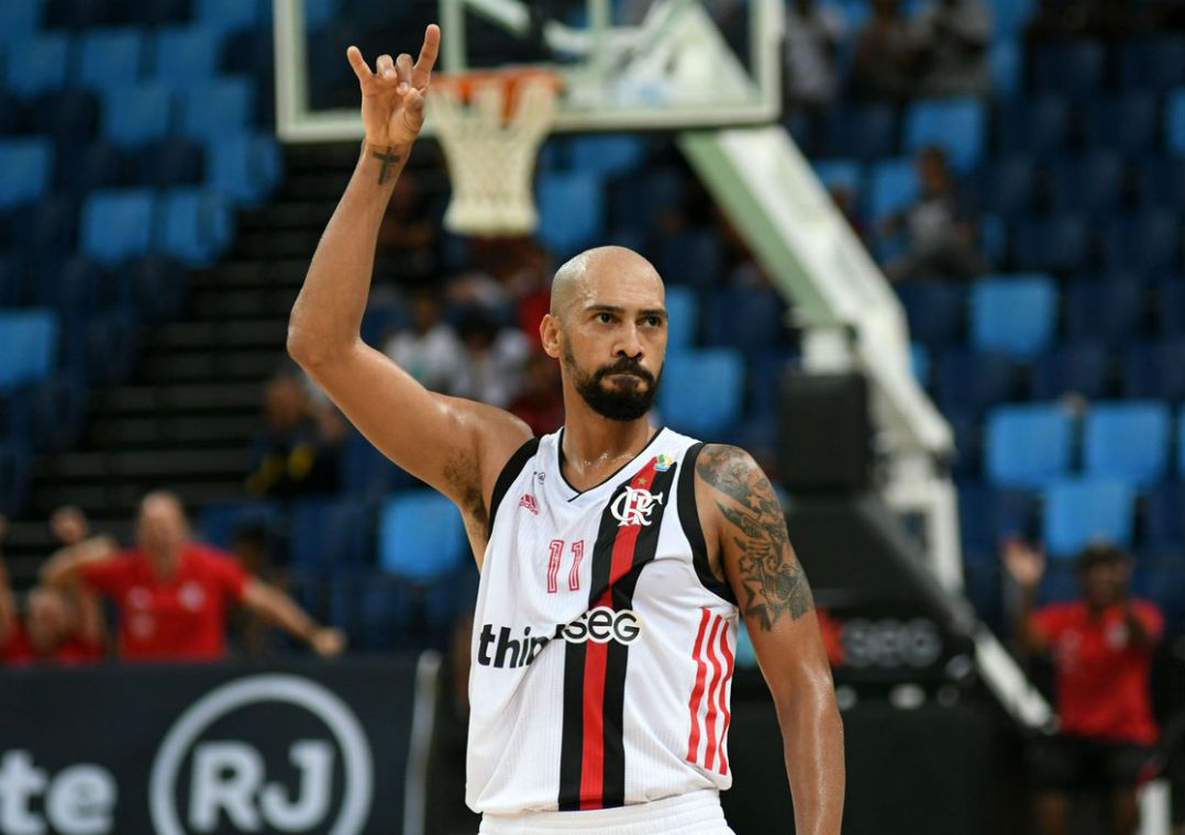 Flamengo vence Bauru no NBB. Rubro-negro faz 75 a 61, mas está na vice-liderança da competição com 37 pontos.