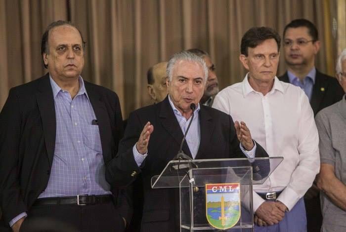 #PaisDoCarnaval O Rio tá fudido mesmo: P...