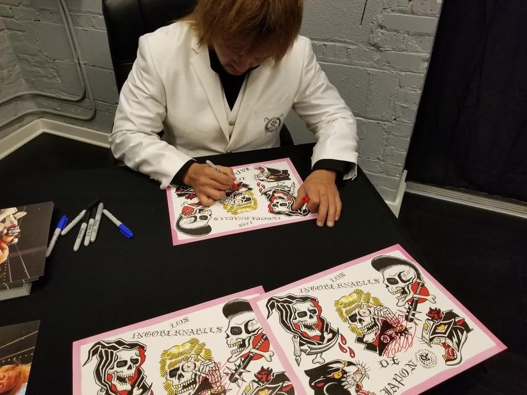 @s_d_naito signing some of the prints I...