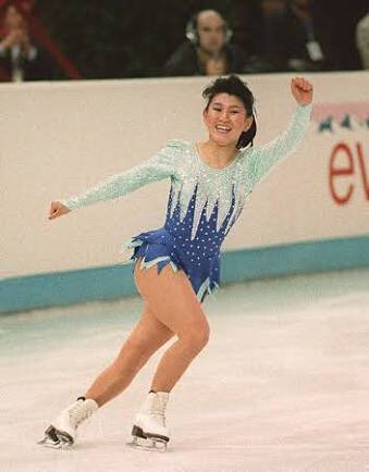 村主章枝さんが「スケートシューズは進化していて羽生くんが履いているのは私の頃より1kg以上軽い。羽生くんのシューズを当時の伊藤みどりさんが履いたら5回転ジャンプできます」とコメントしていて伊藤みどり最強幻想。