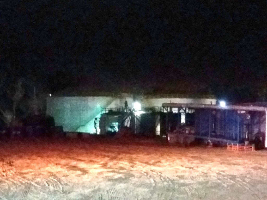 RT @CBSA1913 Trabajamos en emergencia con presencia de materiales peligrosos Autopista del Sol Km105 empresa Oil Malal, derrame de sustancia desconocida desde tubería rota, 1 lesionado, se establece protocolo HAZMAT. Unidaded B-3 HX-3 y Q-2 en el lugar. @reddeemergencia