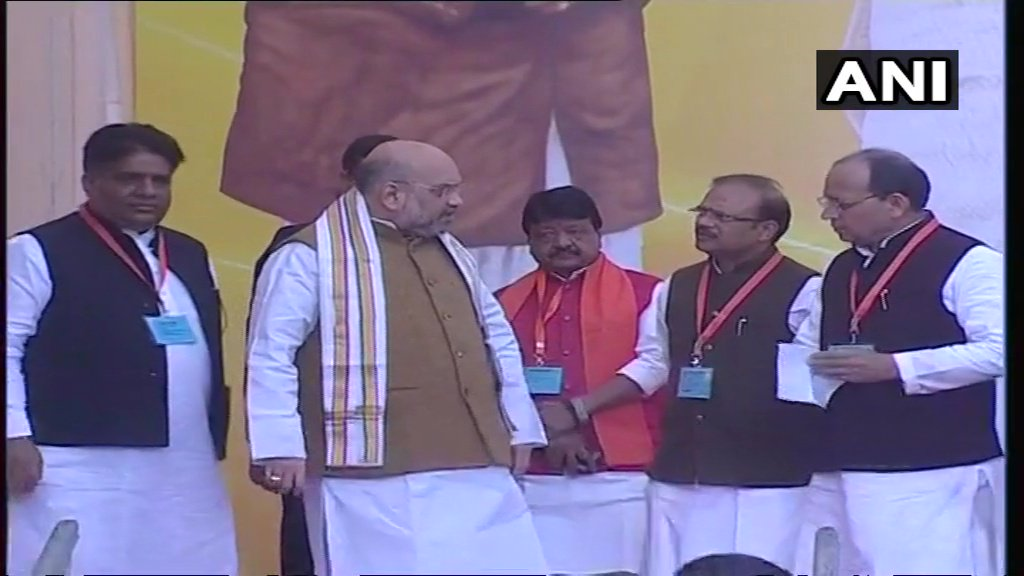 Amit Shah arrives for the inauguration function of BJP's new headquarters at #Delhi's Deen Dayal Upadhyaya Marg. PM Modi will also attend the event.