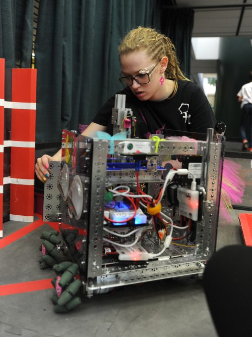 Photos from the Alaska state robotics championships today https://t.co/mDFt416bRx