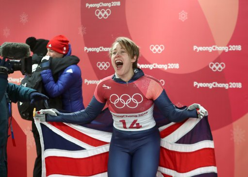Skeleton's Lizzy Yarnold grabs Britain's first gold