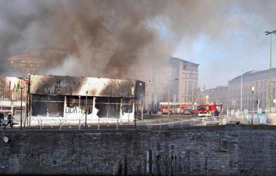 Incendie en cours à #Bruxelles : une personne intoxiquée  https://t.co/D4rYQlOxd1 #photos #vidéos