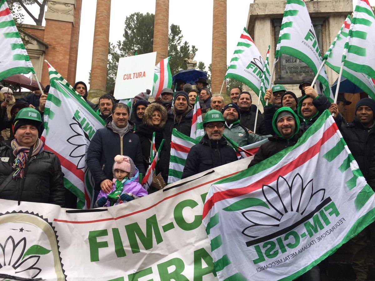 ❄️🌧#maceratamanifestazione con tanta #Fi...