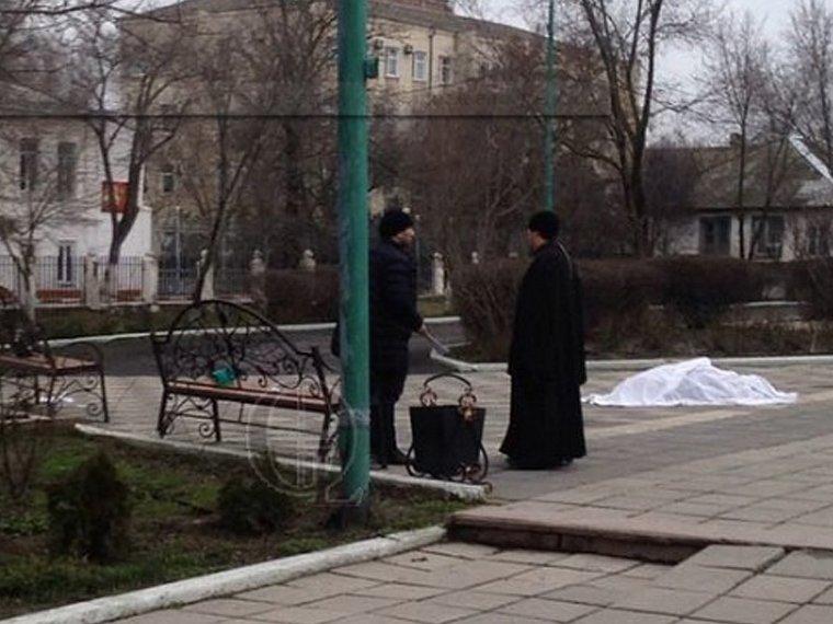 Tirador dispara a la multitud durante la tradicional Máslenitsa en el sur de Rusia DWU2-x9W4AYmaKh