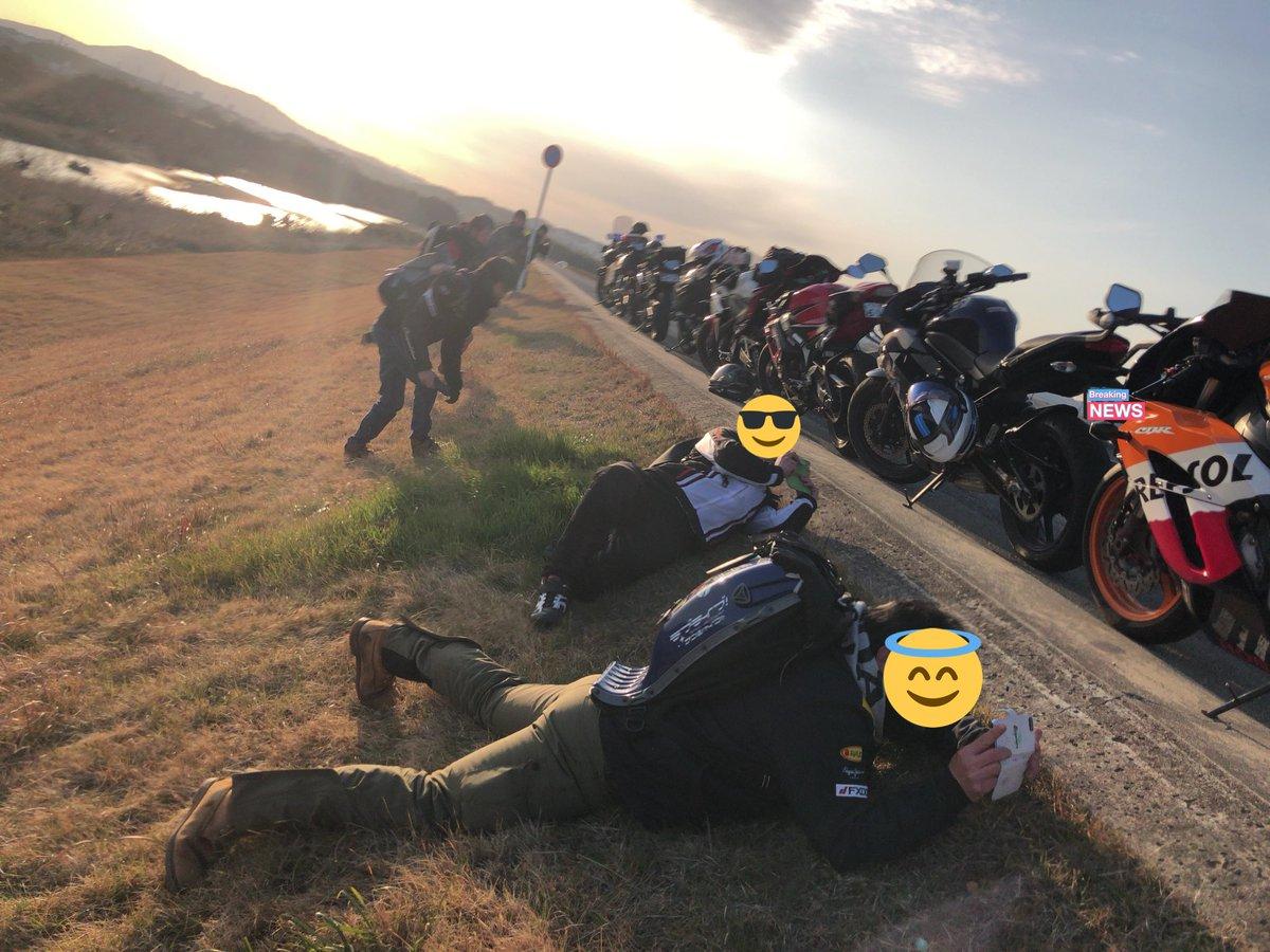 みんな自分のバイク撮るときすごい姿勢になって毎回見てて面白い。 https://...