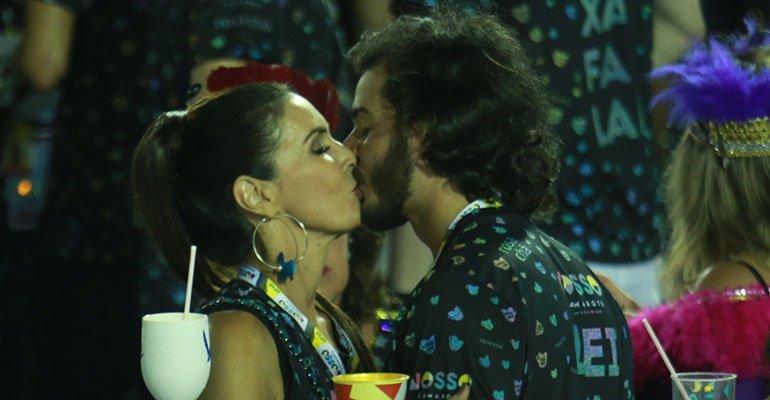 Fátima Bernardes volta à Sapucaí e troca beijos quentes com o namorado em camarote -> https://t.co/c1n4RkErSe