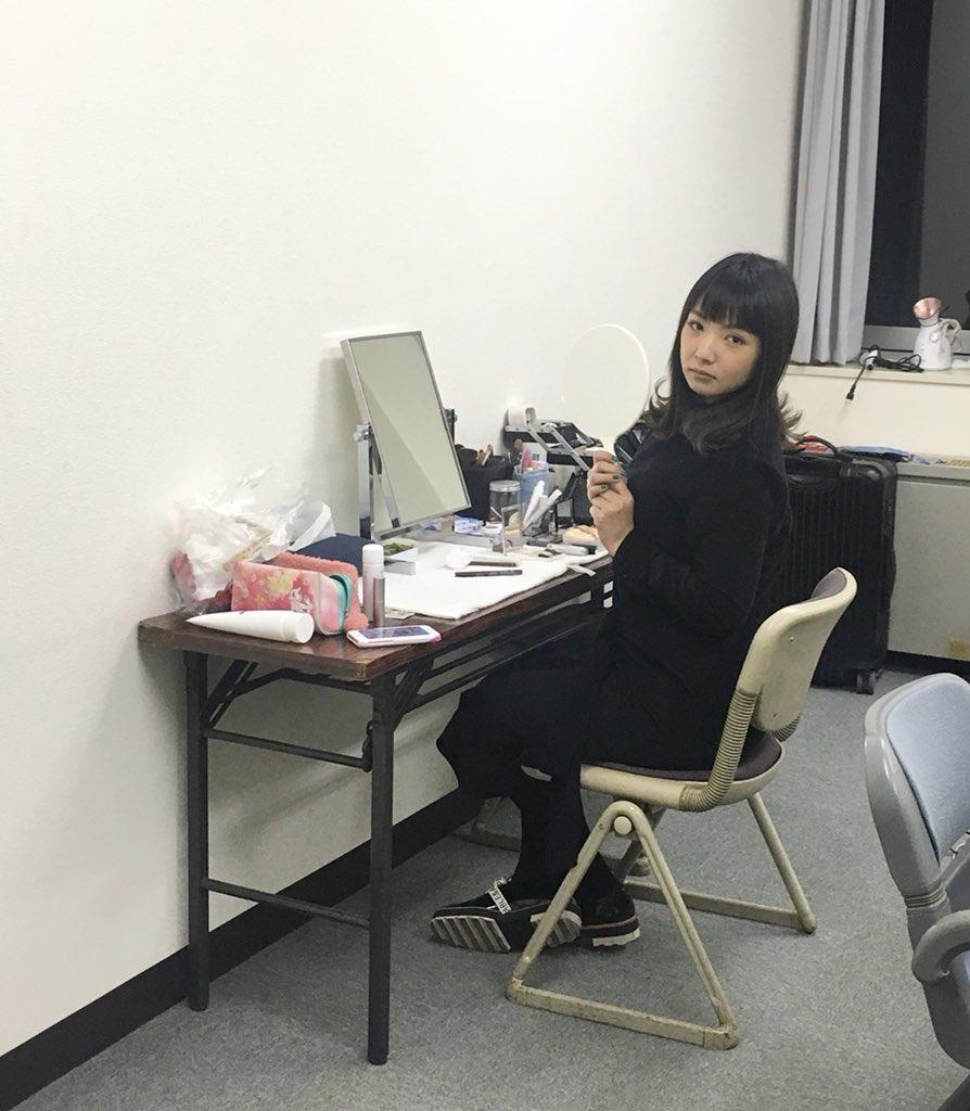 今日!日テレさんで野呂さんに会いました😝ゴッドタン以外で会うのは初めてです!別のお仕事だったんですが、お会いできて嬉しかったあ😭💕 #カメラ向けたら足を交差して決めポーズ