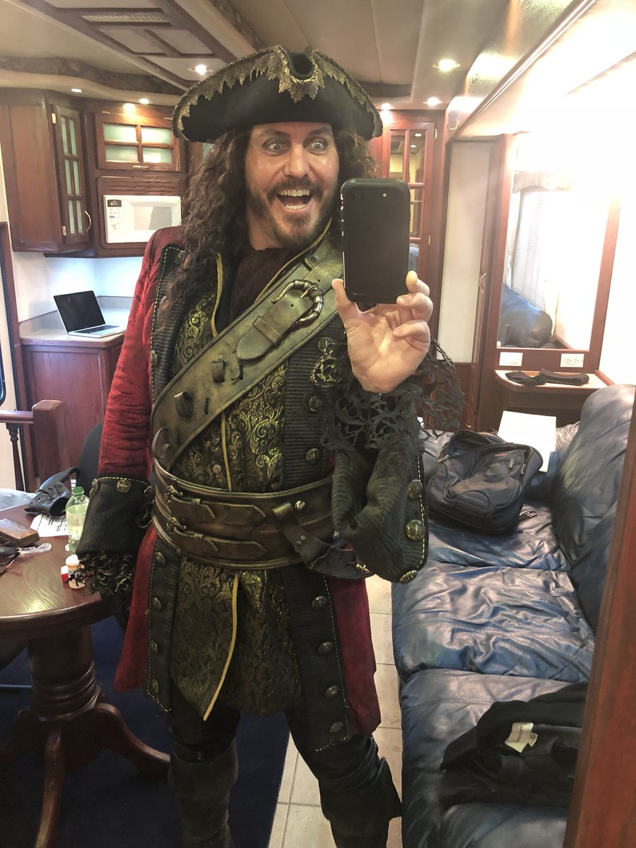 Uzivatel Charles Mesure Na Twitteru Getting My Pirate Face On Recently I M Gonna Miss Onceabc Colinodonoghue1 The Awesome Crew And The Whole Darn Thing What A Treat To Do That Show Eternally