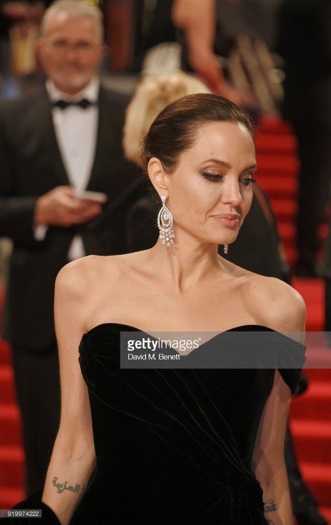 انجلينا جولي.. الجمال الذي لا ينتهي ابدً...