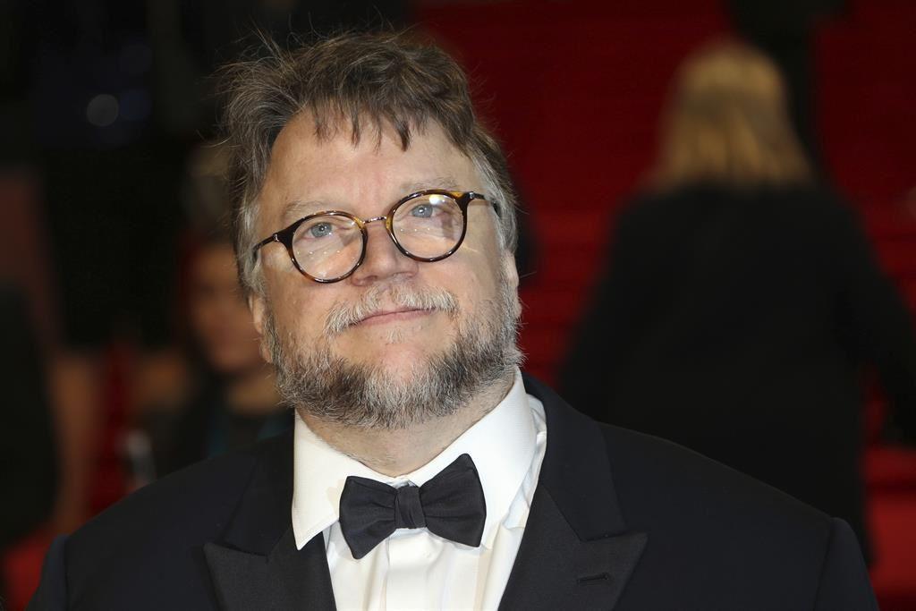 Guillermo del Toro obtuvo la 'máscara' en los premios BAFTA a Mejor Director por su cinta La Forma del Agua.