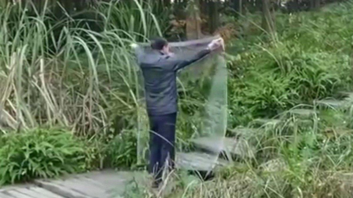 Descubra se capa da invisibilidade de vídeo que ronda web existe mesmo. Até o vice-chefe de investigações criminais do Ministério de Segurança Pública na China compartilhou nas redes sociais! https://t.co/xQAZk66O1q #DetetiveVirtual 🤔