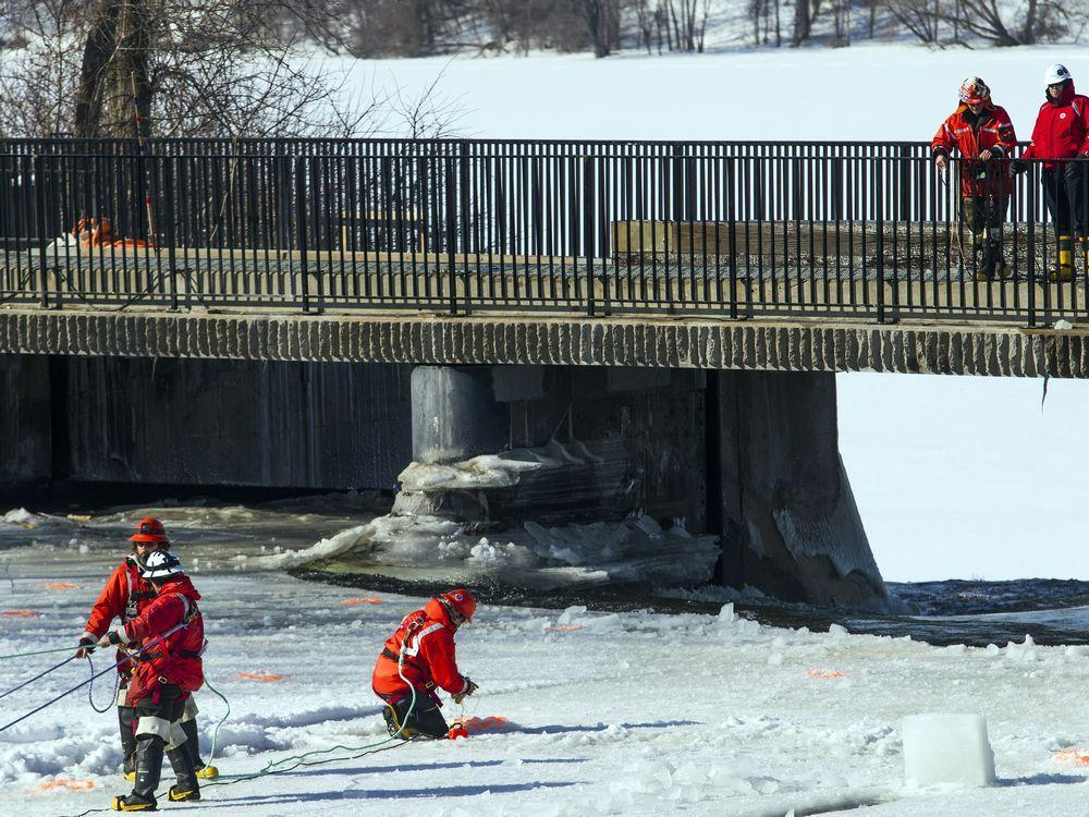 City crews break up Rideau River ice with explosives https://t.co/M18siDFuMi