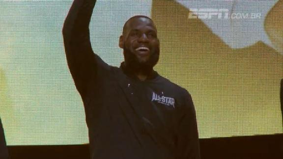 King James, Durant e cia; #TeamLeBron é apresentado antes do All-Star Game da @NBA #NBAnaESPN https://t.co/qRFb5FYJfd