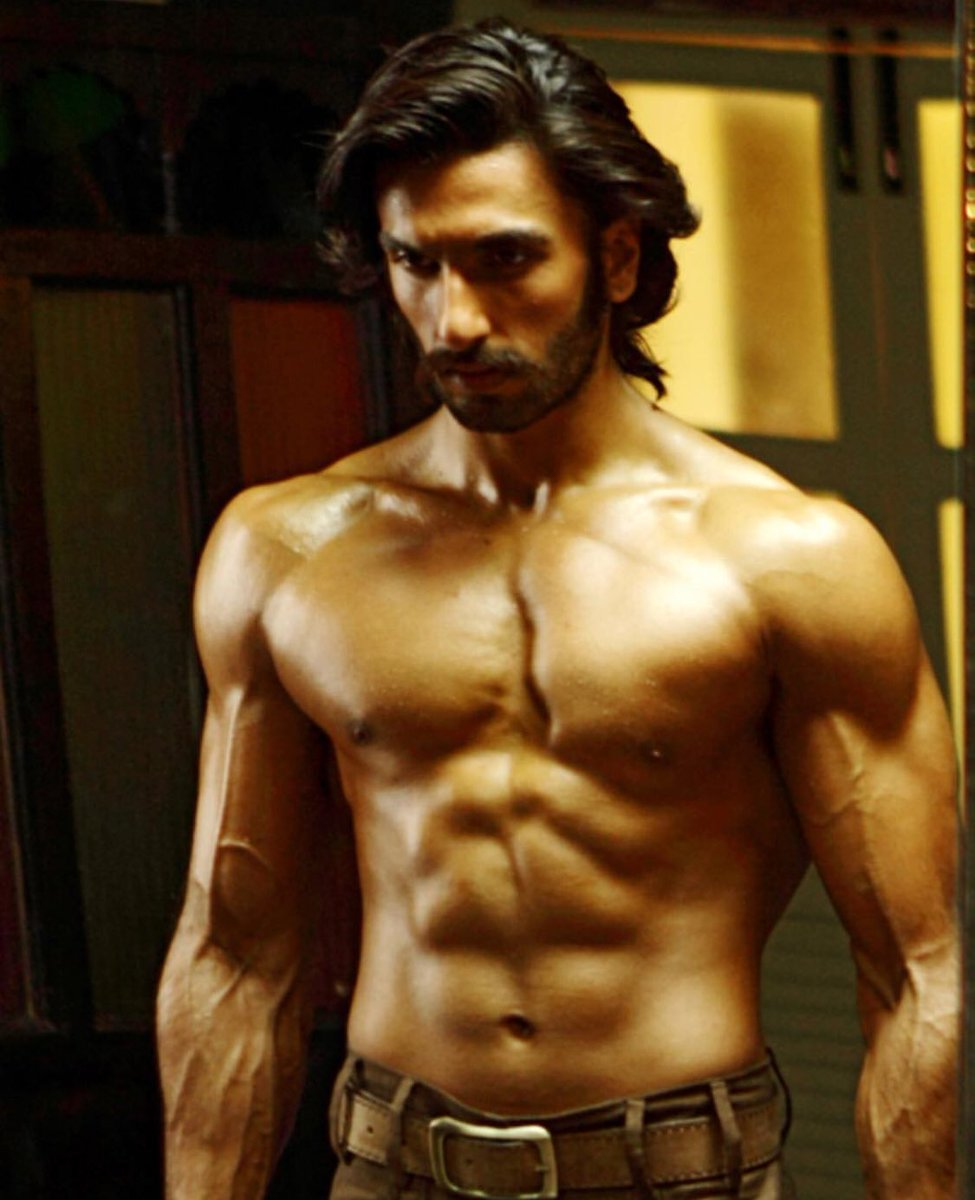 This #throwback picture from #Gunday is all the #MondayMotivation you need. @RanveerOfficial
