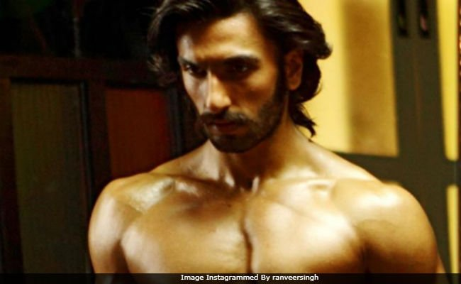 This pic of @RanveerOfficial is breaking the internet https://t.co/fW1D72uPDL
