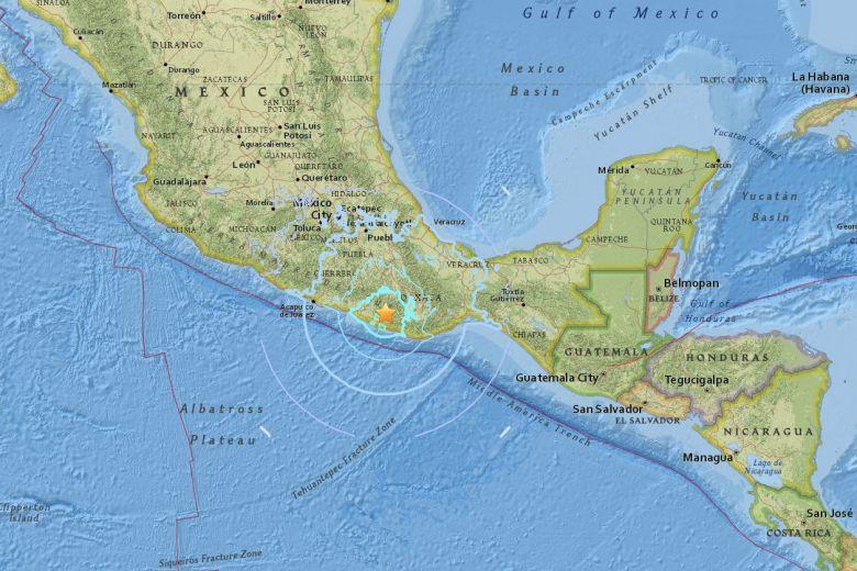 6.1-magnitude #quake shakes #MexicoCity https://t.co/h7rY91jfTN