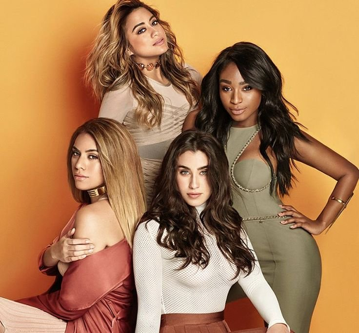 #WeLoveYou5H ❤️❤️❤️❤️❤️ https://t.co/6sD...