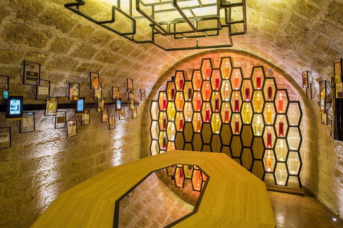 One of the best way to cure the Monday blues? With a wine tasting of course! Head to @cavesdulouvre and enjoy a guided wine tasting tour in their iconic cellars. https://t.co/gyBEgR5PnS https://t.co/X7Bx3Ru3Jh