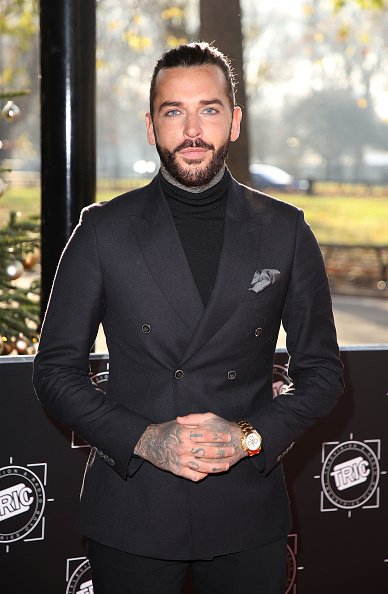 We've been hanging out with the gorge @P_Wicks01 this week as he reveals the truth behind his kiss with TV starlet Amber Davies and teases he's looking forward to settling down as hits the big 3-0! ❤️ Only in @RevealMag