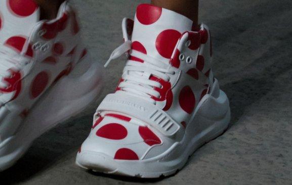 Queste sono le nuove #sneakers di @burberry, vi piacciono? #LFW #SS18 https://t.co/3t6QvJ9QMq https://t.co/qVE7WSwXIi