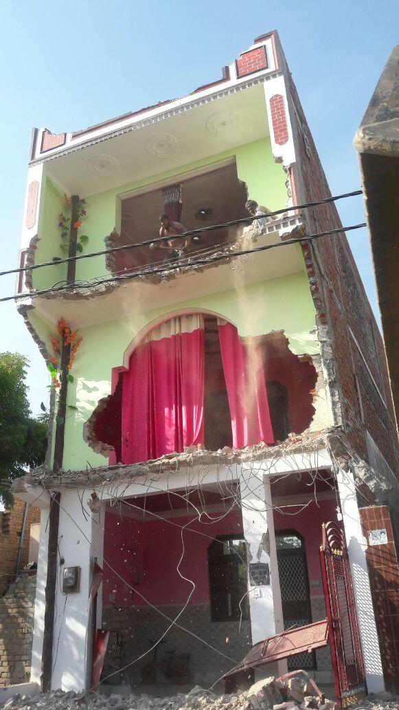 Illegal building demolition by gda in lo...