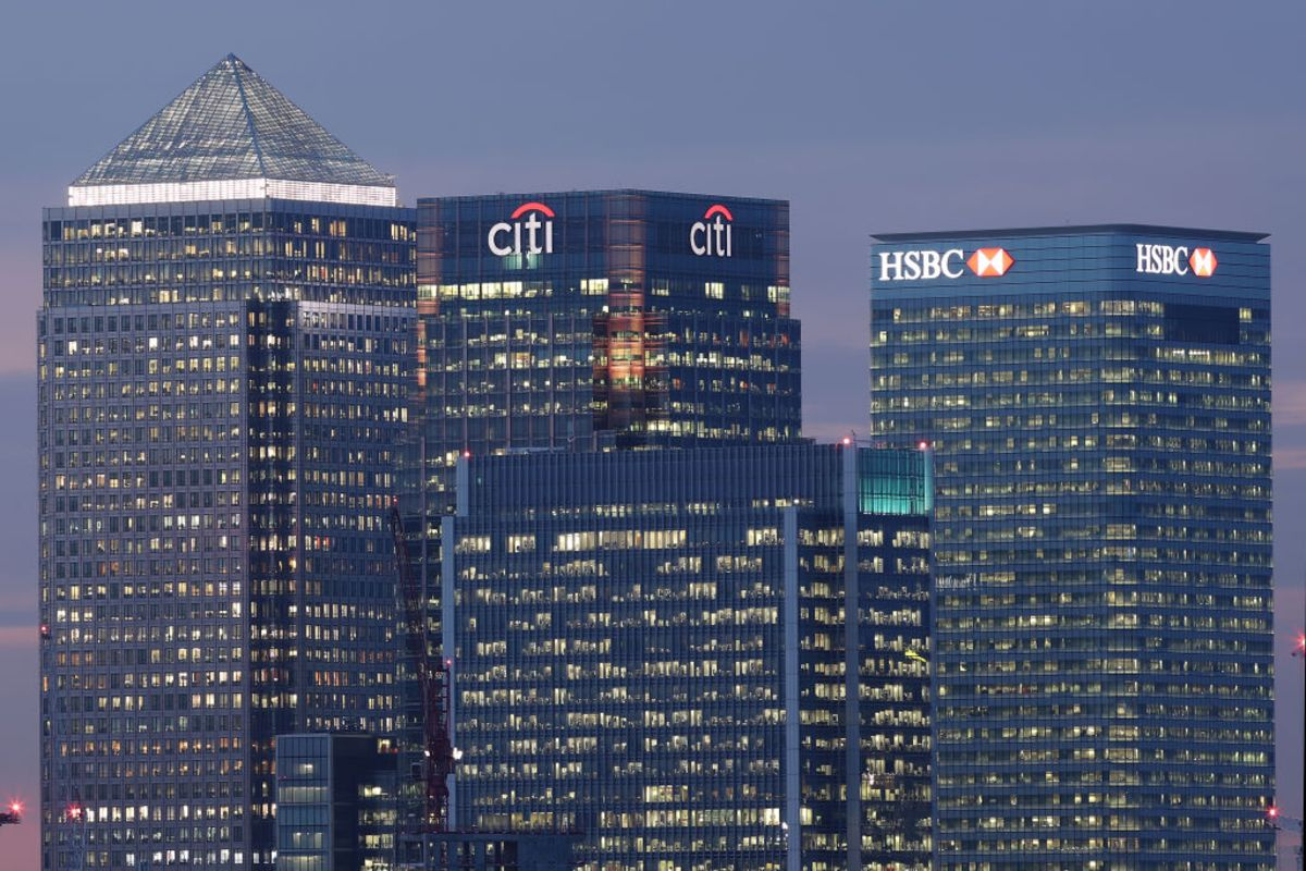 'People keep saying that the U.K.'s decision to leave the European Union will force the global financial industry to move some of its business out of London.   'It's thus odd to see it doing the exact opposite, at least in terms of lending.'   https://t.co/jsJTFsJOJW