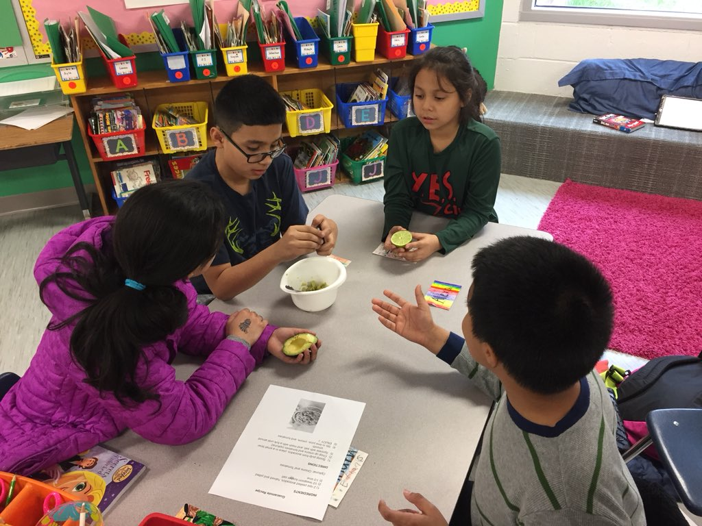 YES Club chefs whip up some guacamole! <a target='_blank' href='http://twitter.com/APS_ProjectYES'>@APS_ProjectYES</a> <a target='_blank' href='http://twitter.com/AbingdonGIFT'>@AbingdonGIFT</a> <a target='_blank' href='https://t.co/rMXAuc6Oa9'>https://t.co/rMXAuc6Oa9</a>