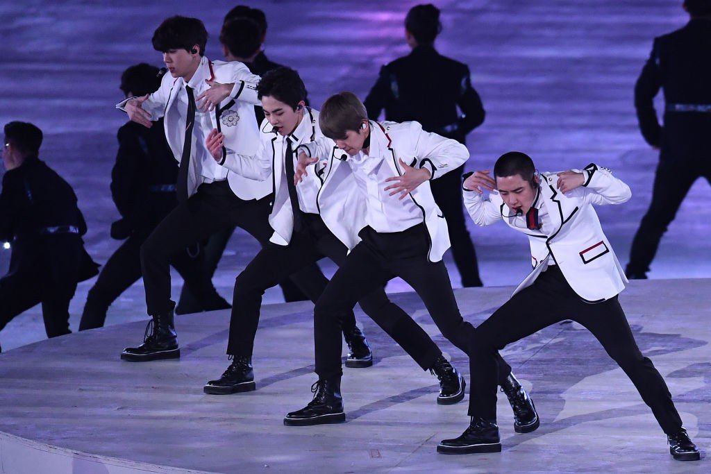 RT if you watched @weareoneEXO perform d...
