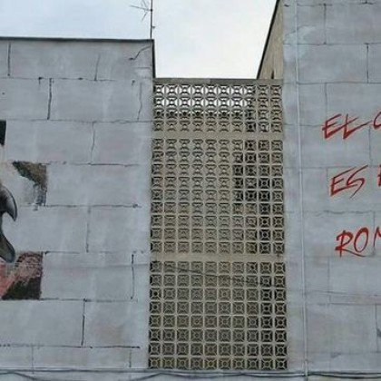 """Un mural inspirado en """"The Wall"""" conmemo..."""