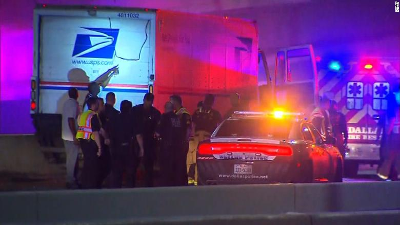 US Postal Service employee found fatally shot inside a truck on Interstate 30, Dallas police say https://t.co/43dI7nz8Lv