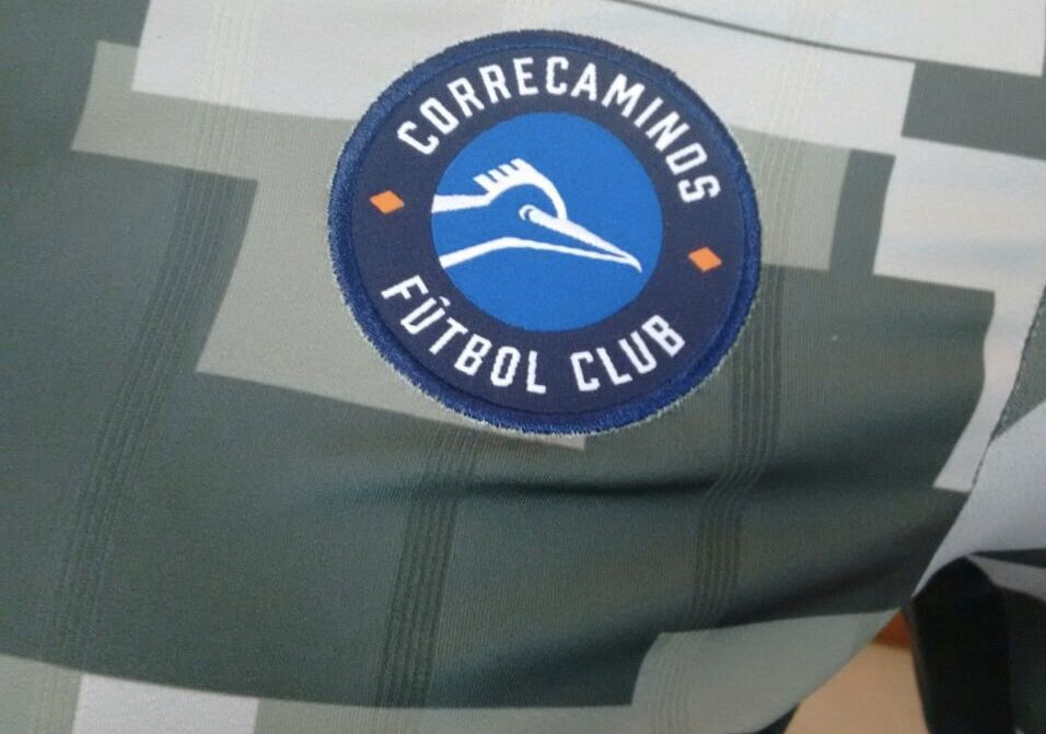 Mira qué equipo honra al Ejército de su país con su camiseta