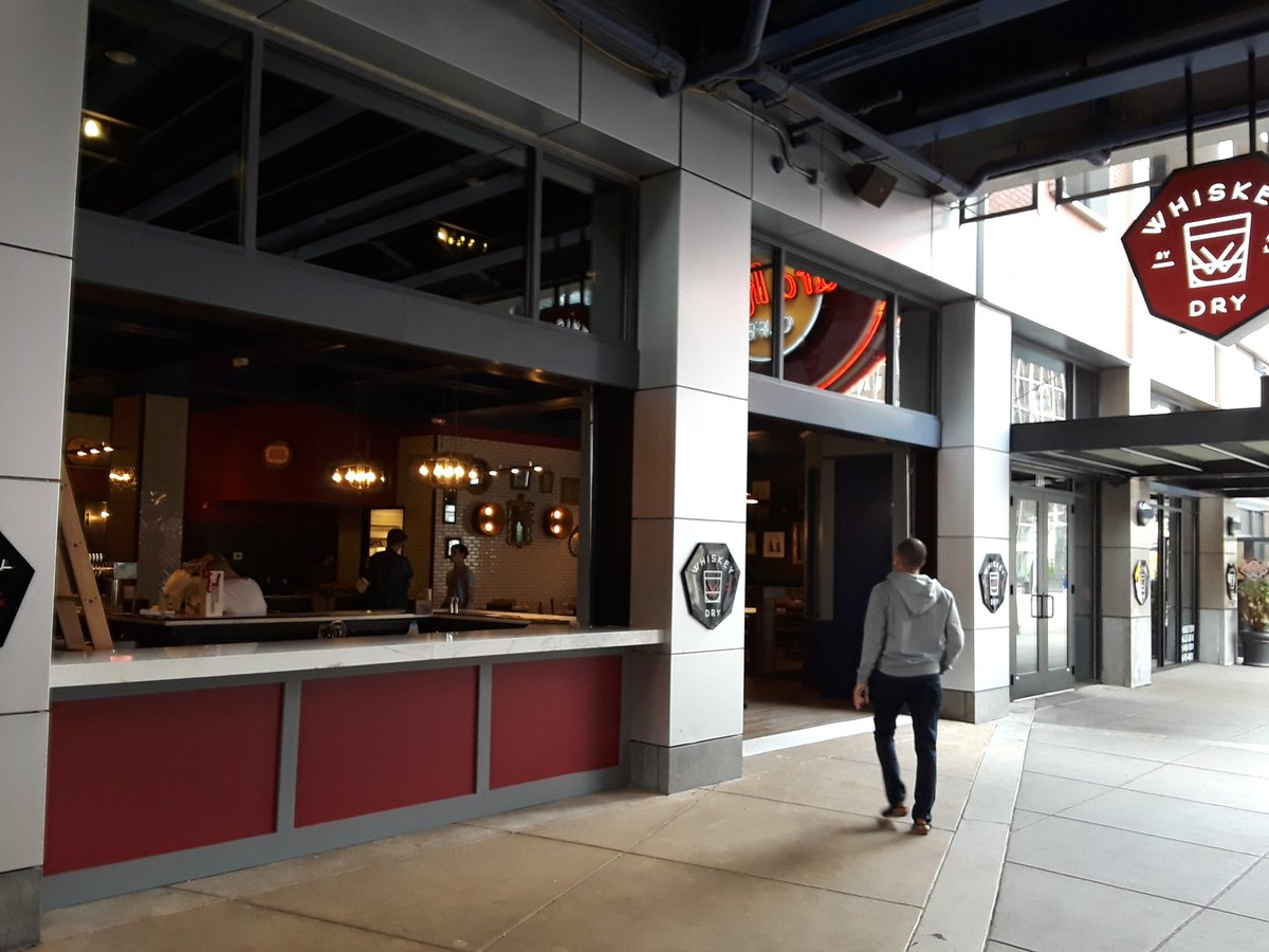 Temps In 70s Downtown Louisville And Bars Restaurants On 4th Street