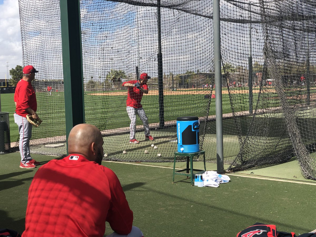 .@PujolsFive's calm before the cage 💪 ht...