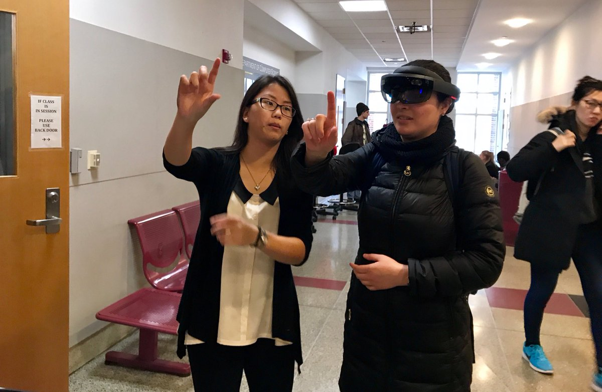 Two pinching-gestures up for AR Club! Try out the HoloLens at the @umdcs first-look fair right now
