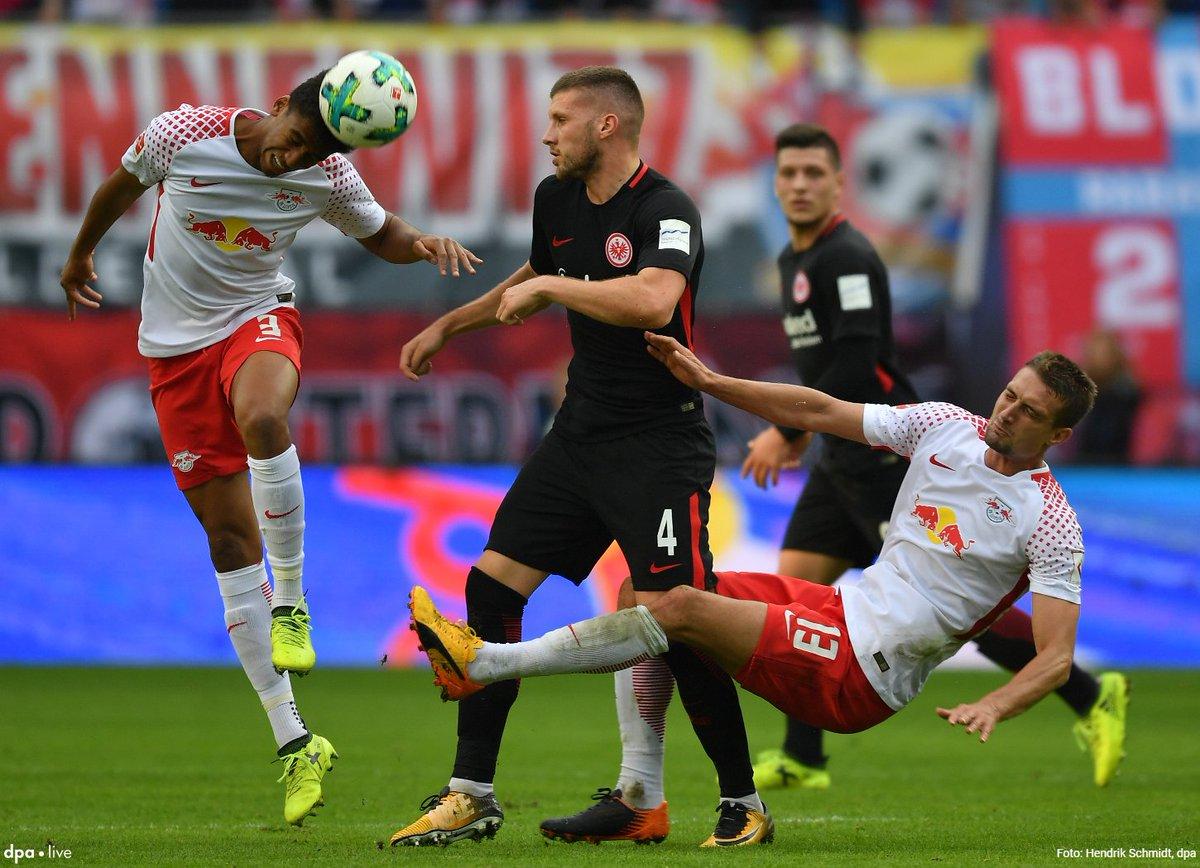 Das erste Montagabend-Spiel dieser #Bundesliga-Saison - Eintracht Frankfurt gegen RB Leipzig im Liveticker:  https://t.co/W9CBIm228e @dpa-sportslive via @fr